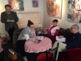 Grupparbete och redovisning av hemläxan där deltagarna granskat varandras hemsidor och aktivitet på sociala medier.